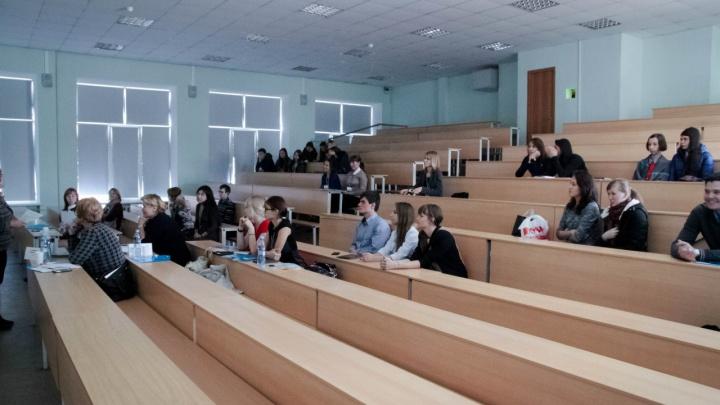 Челябинские студенты-медики попросили о переводе на дистанционное обучение. Что ответил им ректор