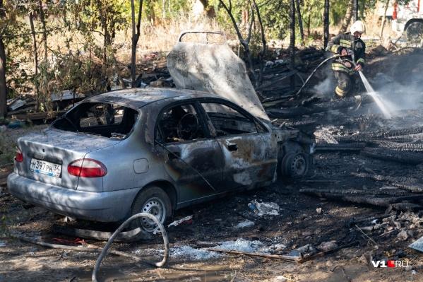 Автомобили загорелись на окраине Волгограда и в Волжском