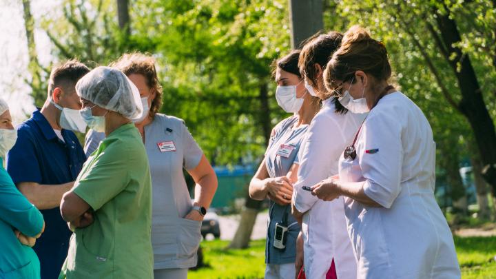 Число районов Омской области с заразившимися коронавирусной инфекцией выросло до восьми
