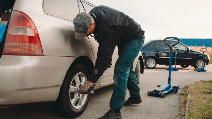 Портят дороги, загрязняют окружающую среду. Чем ещё плохи шипы и можно ли без них зимой в Тюмени?