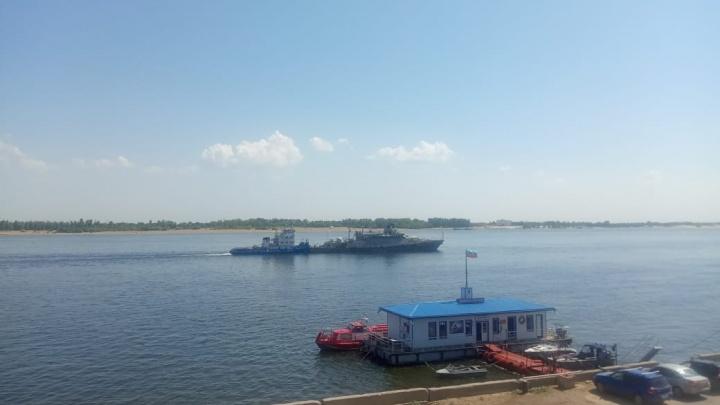 Новейший ракетный «Грайворон» провели мимо Волгограда в сторону Черноморского флота