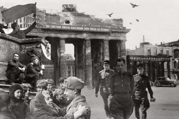 Разрушенный изнурительными боями Берлин — частая тема фронтовых снимков