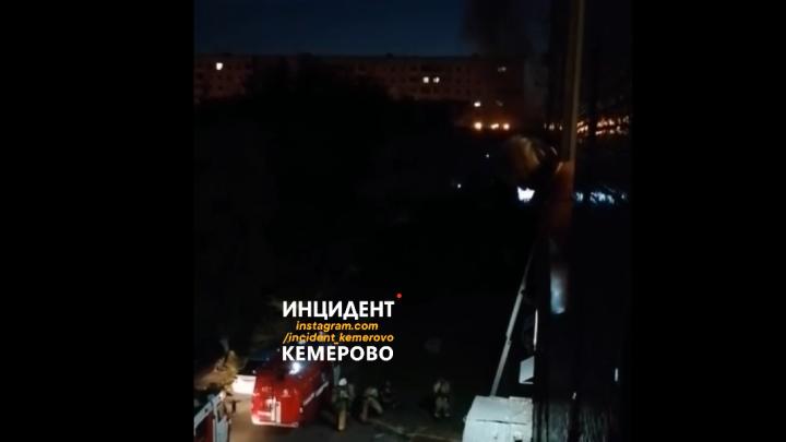 Пожарные спасли из горящей многоэтажки в Кемерово 9 человек