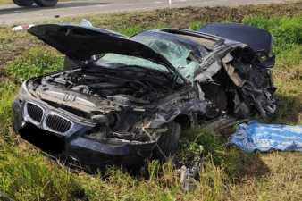 Легковой автомобиль сильно повреждён