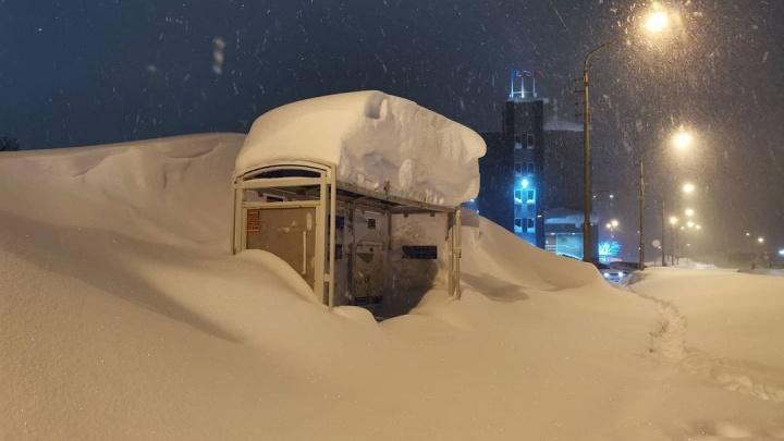 Норильск завалило метровым слоем снега. Впечатляющая фотоподборка