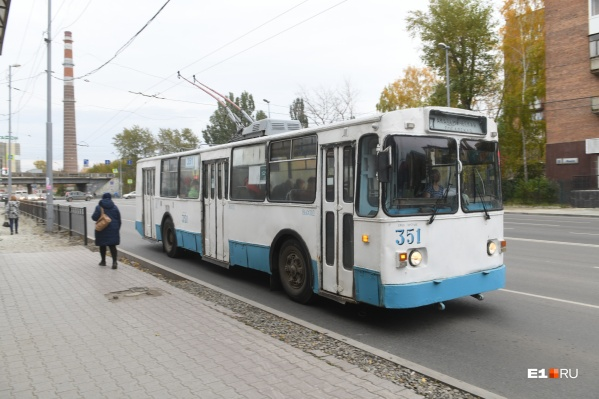 Женщину не пускали в троллейбус, пока она не купит маску