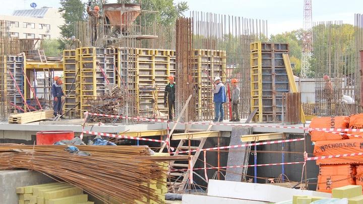 Бассейн у дома и город на ладони за 9177 рублей в месяц: появились фото необычной 17-этажки