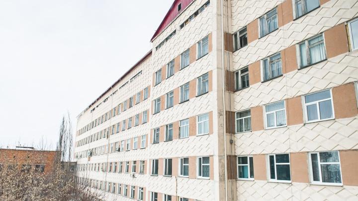 В первый день открытия ковидного госпиталя в Таре пациенты заняли больше половины коек