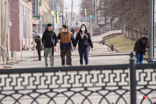 Индекс самоизоляции в Челябинске давно уже не поднимается на приличный уровень 4 баллов, в тёплую погоду горожане не соблюдают режим ограничений