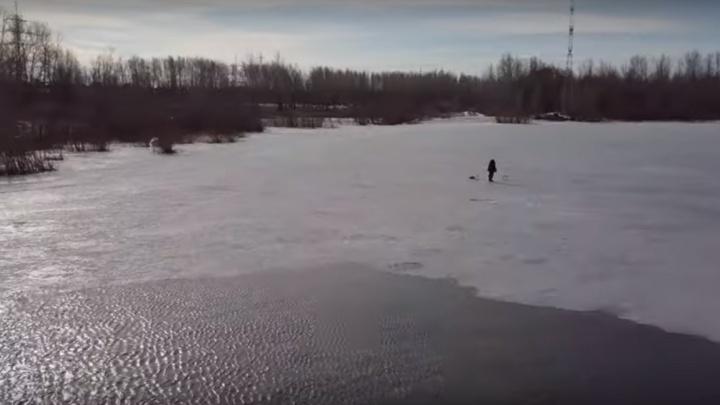 Лед тронулся: видеоблогер снял с высоты начало весеннего сезона у самарских рыбаков