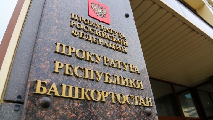 В Башкирии хоккейные ворота упали на 7-летнюю девочку