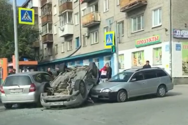 Повреждения разной степени тяжести получили три автомобиля