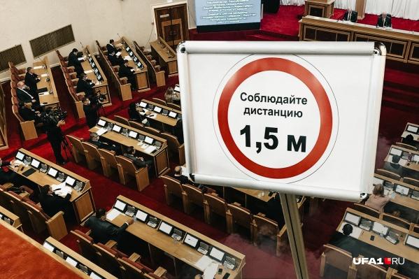 Вчера депутаты провели первое заседание