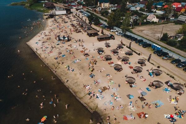 В окрестностях города только три базы отдыха с пляжами остались открытыми после объявления режима ЧС