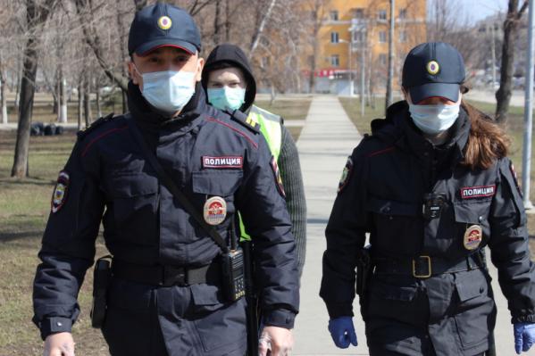Силовики патрулируют вместе с добровольцами