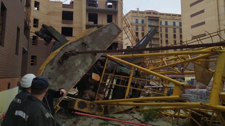 Врачи рассказали о состоянии тюменцев, упавших вместе с башенными кранами: одного уже выписали