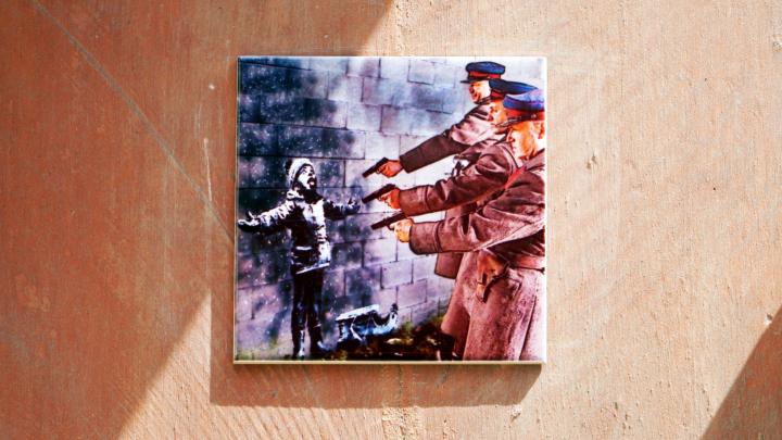 Нижегородский Бэнкси открыл уличную галерею в центре города. С БГ, Pink Floyd и хорватами в яме