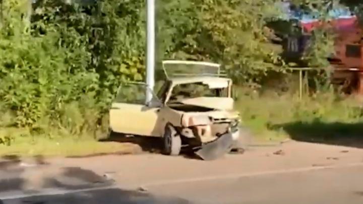 «Живого места не осталось»: в тройном ДТП в Ярославской области погиб человек. Видео