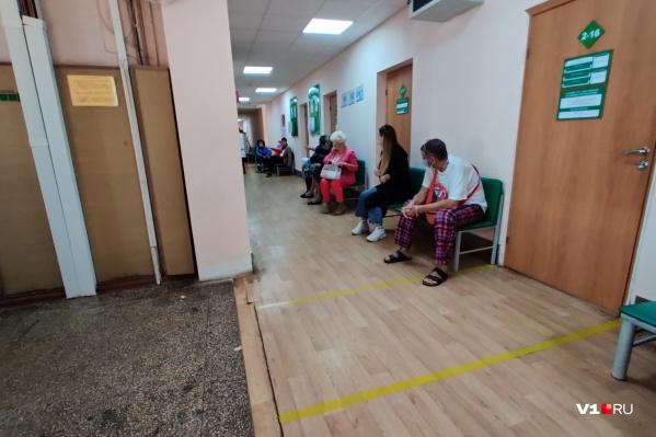 К пациенту с температурой 37 приедет участковый врач, а не скорая