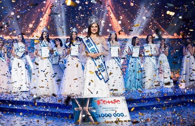 Сотрудниц омских офисов пригласили на конкурс красоты, в котором можно выиграть 2 миллиона