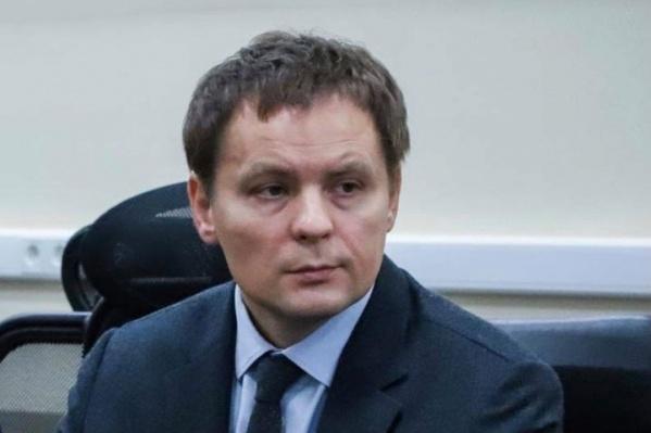 Виктор Сдобняков ушел из мэрии в мае этого года. Спустя несколько месяцев его назначили врио Мининского университета