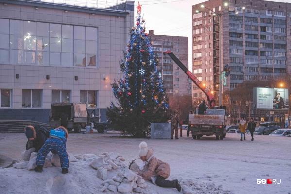 Город украшают к Новому году