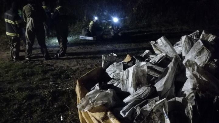 550 мешков загрязненного грунта: спасатели ликвидировали разлив мазута на Бревеннике
