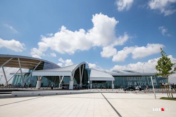 Этим летом Платов обслужил 527,7 тысячи пассажиров.