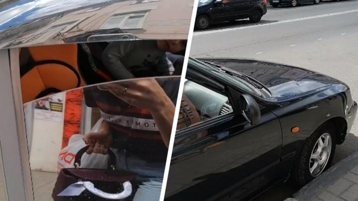 В центре Ярославля двоих малышей оставили в машине на жаре