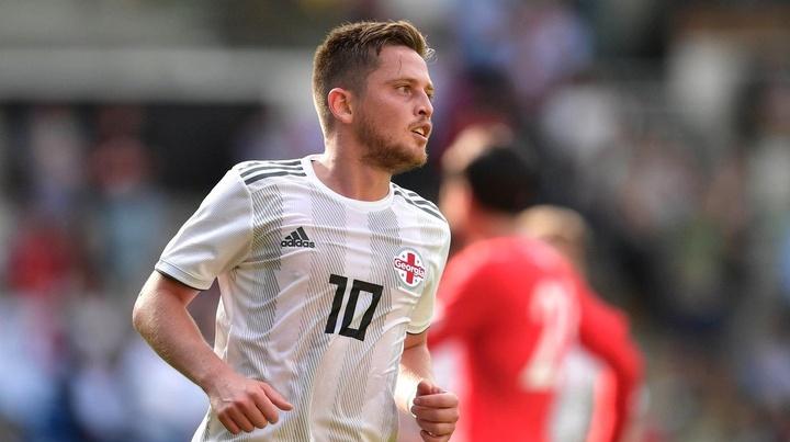 «Дело не в деньгах. Я очень хотел вернуться»: бывший футболист «Спартака» отказался играть за «Ротор»