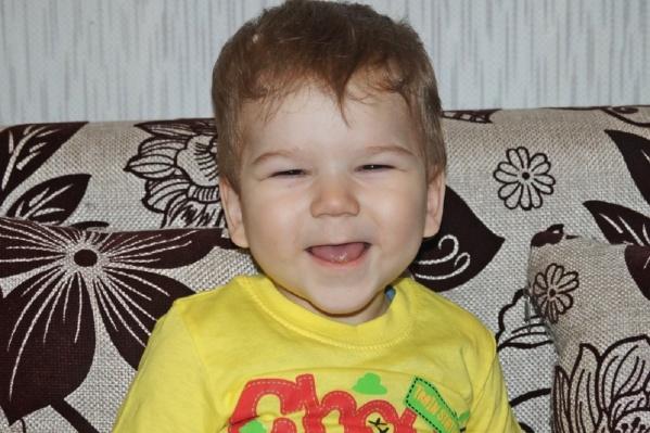 Ване сейчас два года. Чтобы хорошо развиваться, ему нужен новый шунт для отвода лишней жидкости из головного мозга