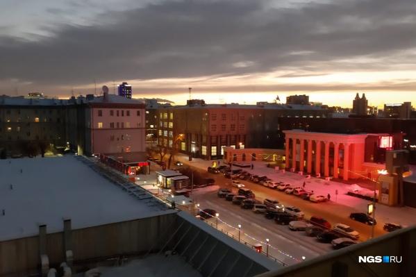 Такой рассвет можно было увидеть в центре города
