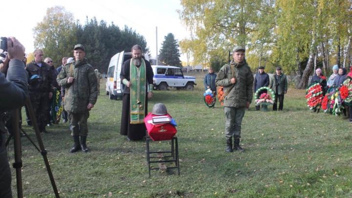 В Больших Уках захоронили останки красноармейца, который пропал без вести в 1941 году