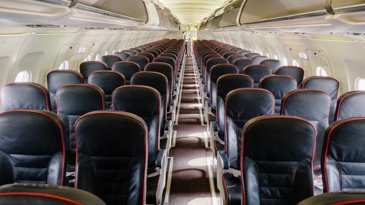 Пассажиров рейса Москва — Пермь задержали в салоне самолета из-за операции полиции