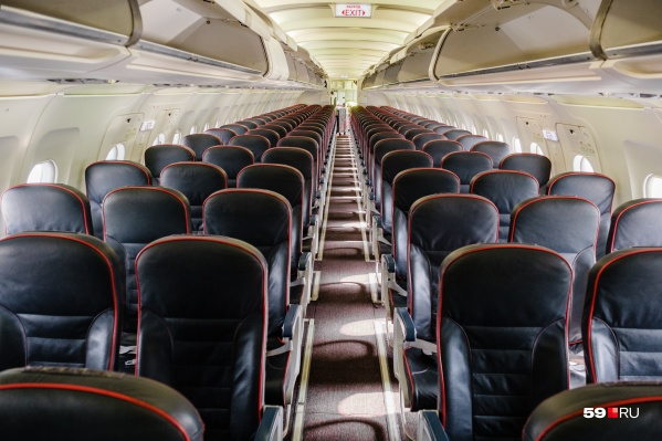 Пассажиры оставались в салоне самолета,пока полиция не вывела одного из мужчин