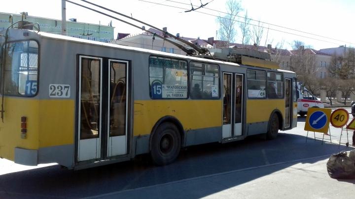 В Омске отменили 11 автобусов, два троллейбуса и один трамвай