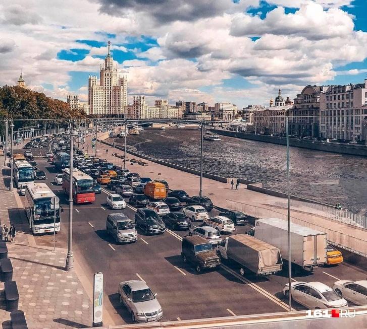 Вид с Парящего моста в столице впечатляет, но у нас тоже должно быть красиво