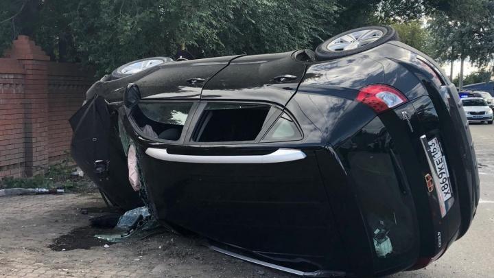 В Зубчаниновке в ДТП с перевернувшейся иномаркой погибло два человека