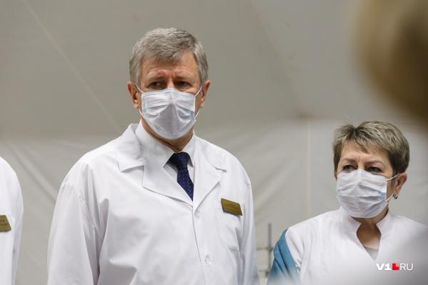 Анатолий Себелев продолжает работу, находясь под наблюдением медиков