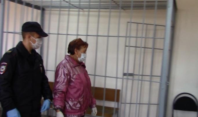 Задушила, сломала ребра и вызвала полицию: в Волгоградской области будут судить сиделку за смерть подопечной