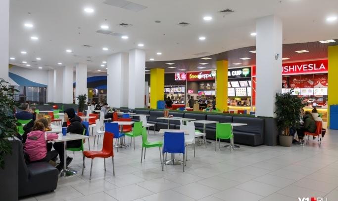 «Оценим, насколько катастрофично это решение»: в торговые центры Волгограда перестали пускать подростков