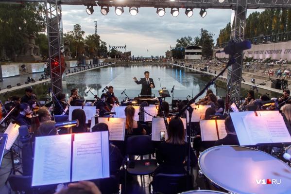 Музыканты симфонического оркестра сыграют главные мелодии войны