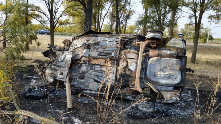 В Волгоградской области в перевернувшейся «Приоре» сгорели два человека