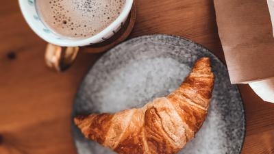 Смотри не перепутай: сомелье рассказали, с чем вкуснее пить кофе, чай, вино и водку