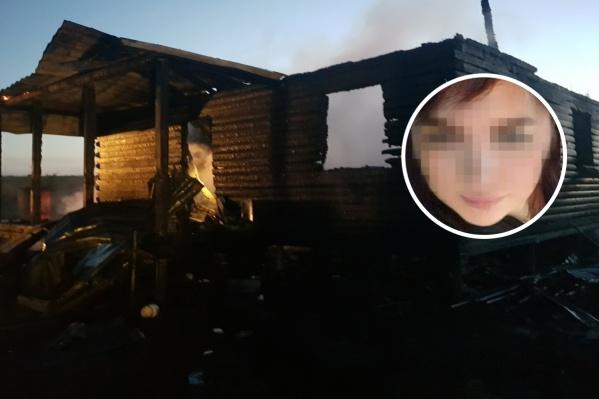 Предварительно, очаг возгорания находился внутри дома