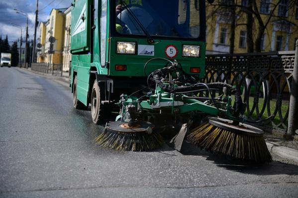С 16 апреля убирать грязь с улиц города будет муниципальный«Горзеленхозстрой»