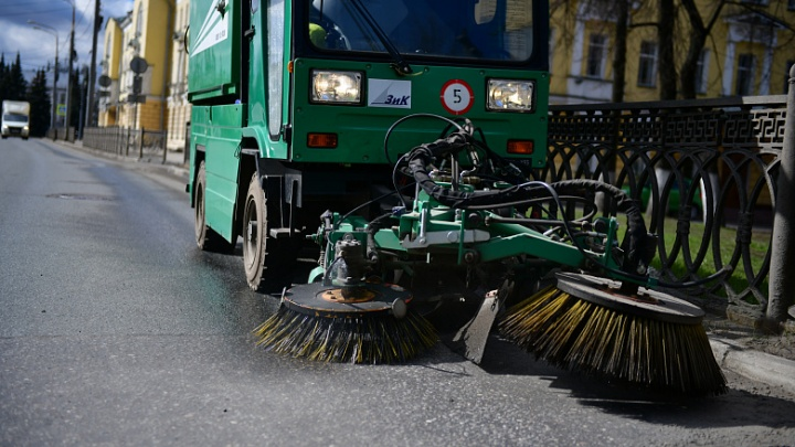 «Срезали зарплаты»: коммунальщики прокляли городские власти