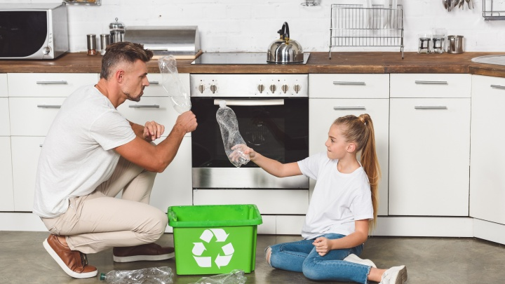 В 110 детских садах и школах правобережья провели уроки по раздельному сбору мусора
