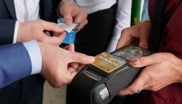 «Интересный вид грабежа»: пермяки жалуются на двойное списание средств за проезд с банковской карты
