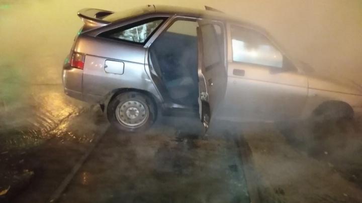 Бежал по кипятку: водитель рассказал, как провалился в яму у площади Кирова